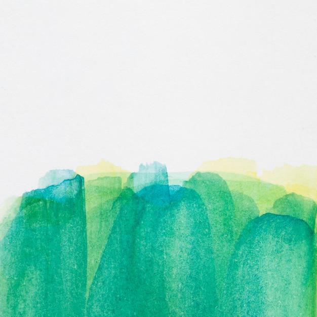 白い表面のグラデーション緑手描きの汚れ 無料写真