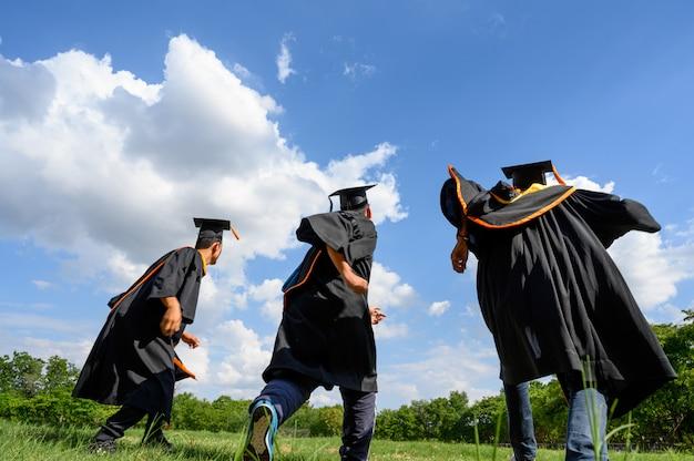 Graduates throw hats on graduation day at the university. Premium Photo