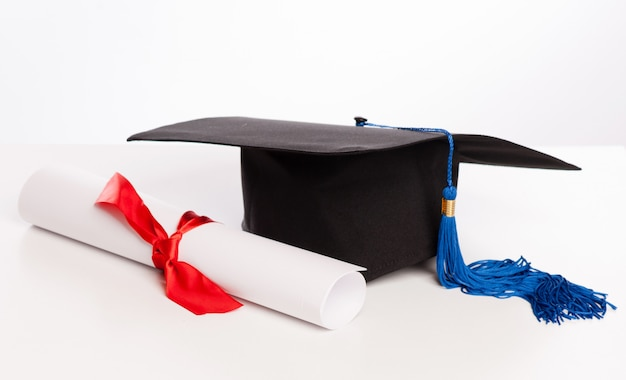 Graduation cap and diploma Premium Photo