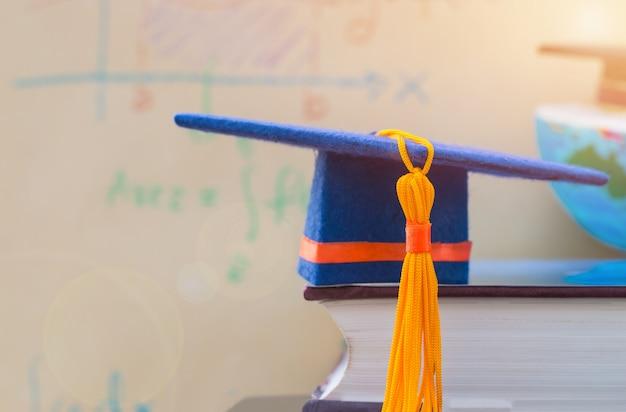 教科書の卒業キャップ Premium写真