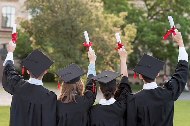 Graduation concept with students from behind Free Photo
