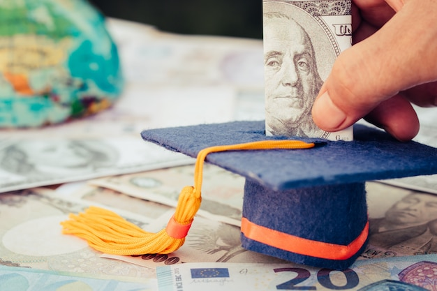 Graduation fund for save moneys graduate study higher degree education in future. Premium Photo