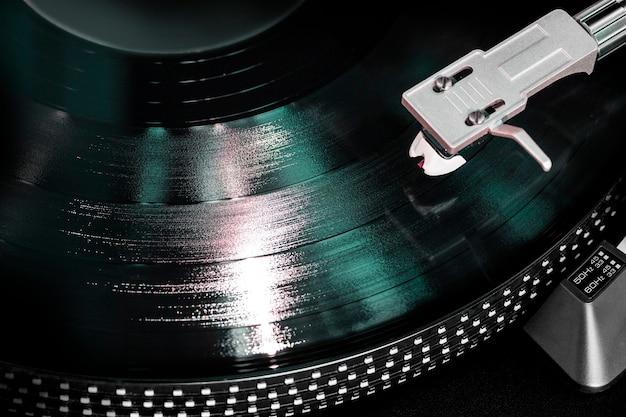 Gramophone with a vinyl record, closeup Premium Photo