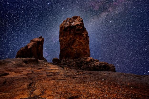 Gran canaria roque nublo in night stars light Premium Photo