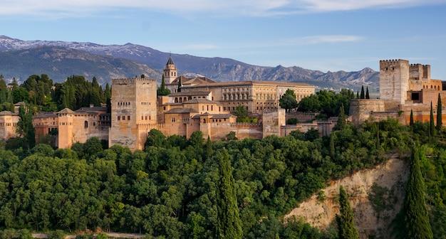 Granada - the gardens of alhambra palace Premium Photo