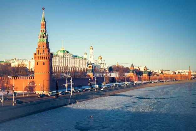 The grand kremlin palace and kremlin wall Premium Photo