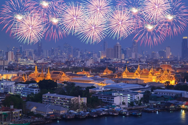 Grand palace at twilight with colorful fireworks (bangkok, thailand) Premium Photo