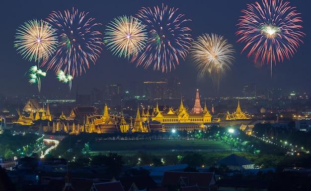 Grand palace at twilight with colorful fireworks (bangkok, thailand) Premium Photo