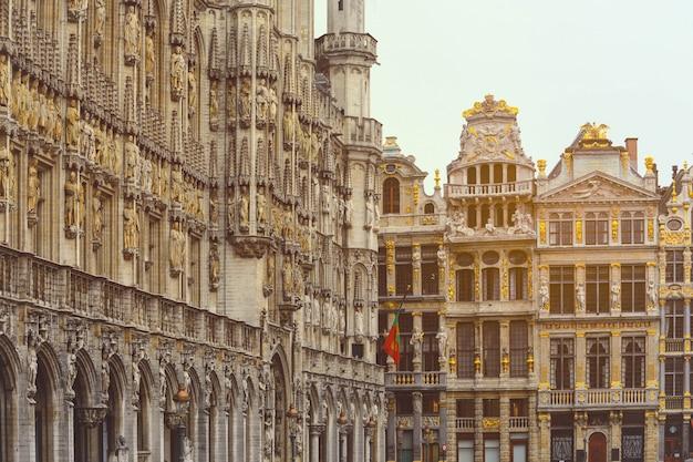 Старый город брюсселя. достопримечательности grand place в брюсселе Premium Фотографии