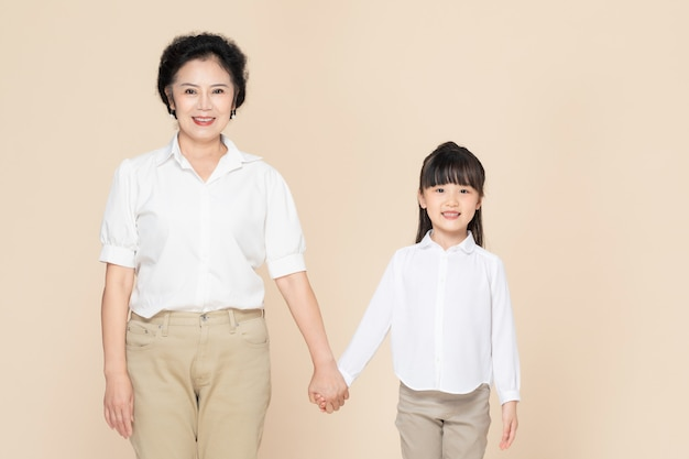 Бабушка и внучка Premium Фотографии