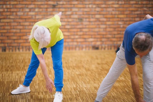 Grandparents in fitness studio Free Photo