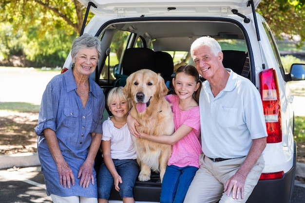 Grandparents going on road trip with grandchildren Premium Photo