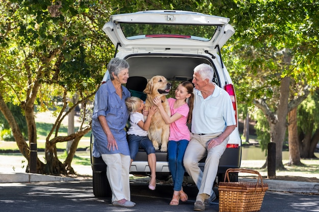Grandparents going on road trip with grandchildren Premium Photo