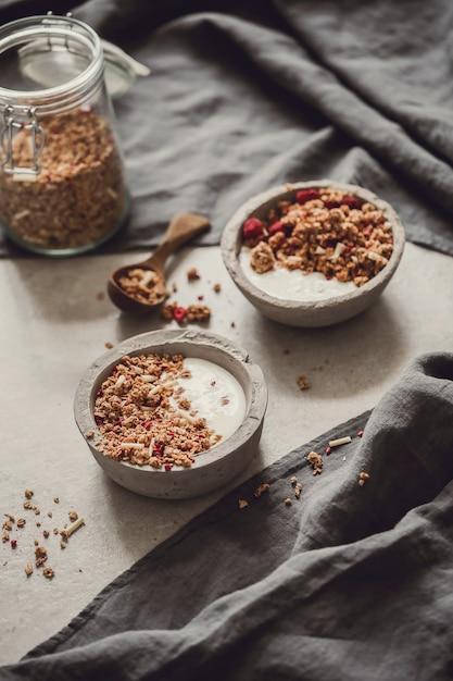 グラノーラ。テーブルの上のおいしい朝食 無料写真