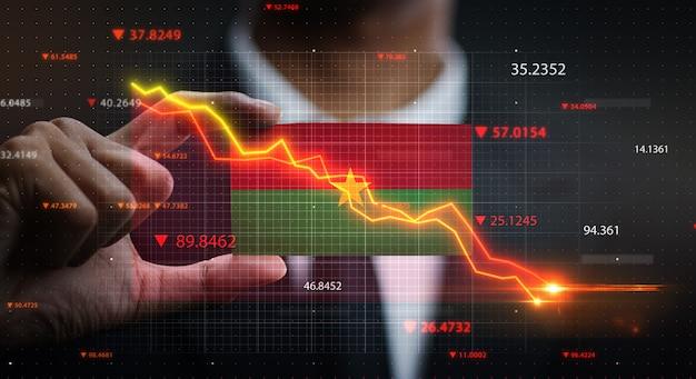 ブルキナの旗の前で落ちるグラフ。危機の概念 Premium写真