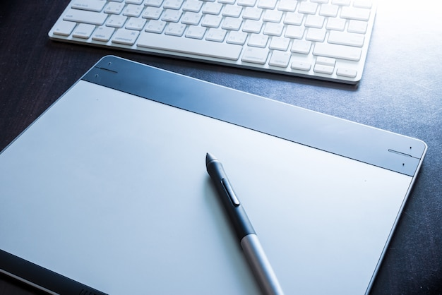Graphic tablet with pen and keyboard Photo | Premium Download