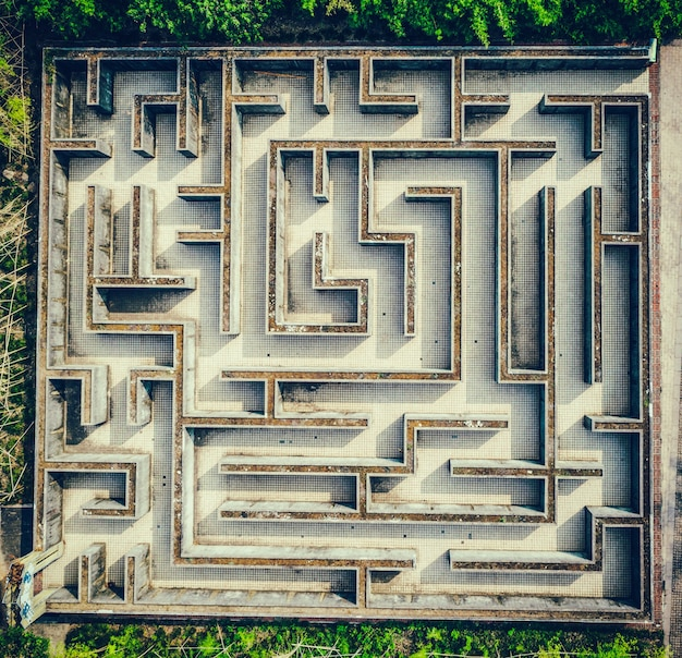 Gray labyrinth, complex problem solving concept Free Photo