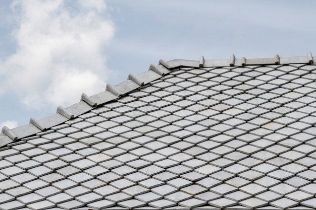 The gray roof and sky in thailand Premium Photo