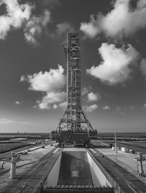 Grayscale shot of the tower holding the sls rocket in kennedy space center Free Photo