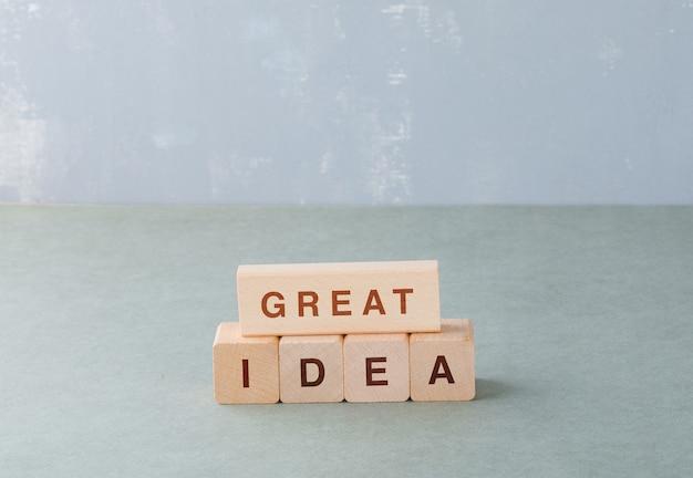 Ottima idea e concetto di business con blocchi di legno con parole su di esso. Foto Gratuite