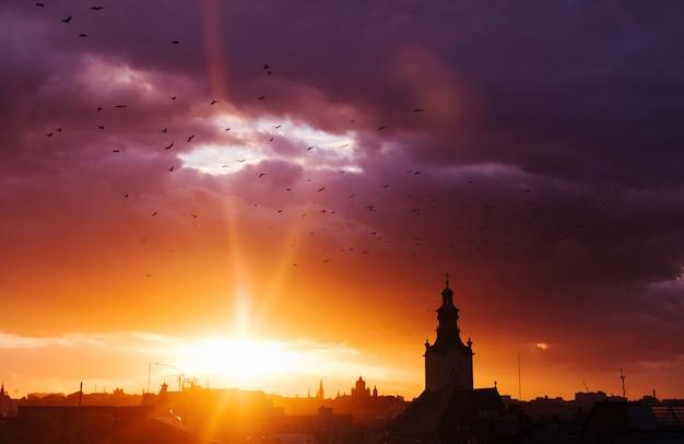 街の素晴らしい夕日 Premium写真