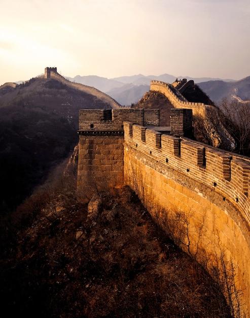 La grande muraglia cinese all'alba, badaling, vicino a pechino. Foto Gratuite