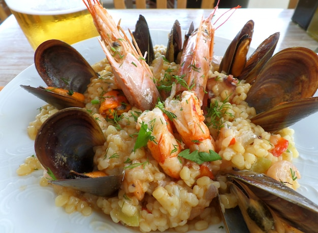Greek style seafood trachanotto (frumenty) with mussels and shrimps Premium Photo