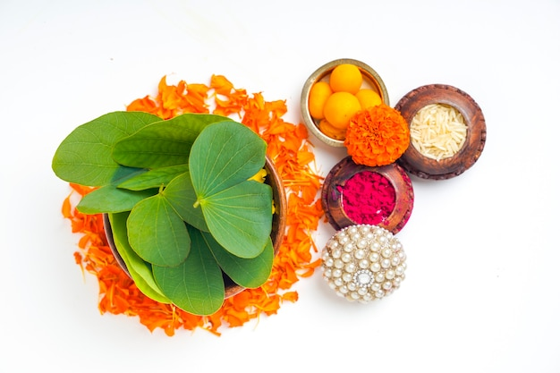 Green apta leaf and rice, indian festival dussehra Premium Photo