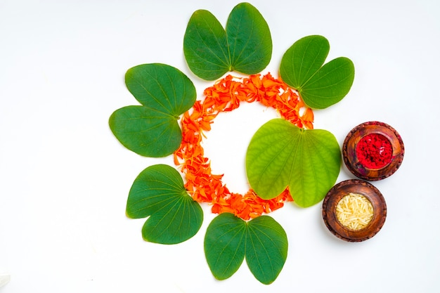 Green apta leaf and rice, indian festival dussehra Premium Photo