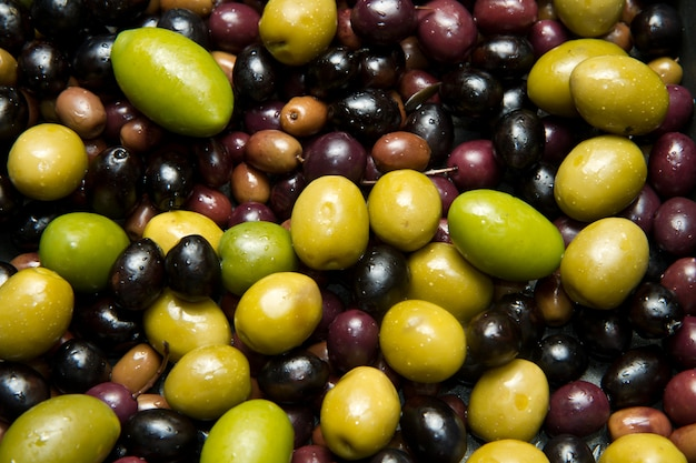 Green and black olives background Premium Photo