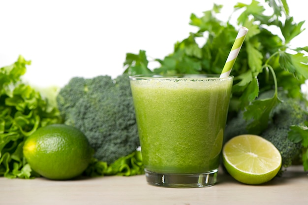 Green detox smoothie. smoothie recipes for a fast weight loss Free Photo