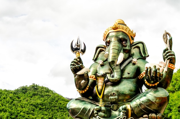 Green ganesha hindu god statue close up on natural background Premium Photo