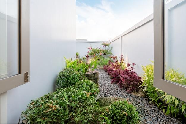 Green garden outside the house Premium Photo