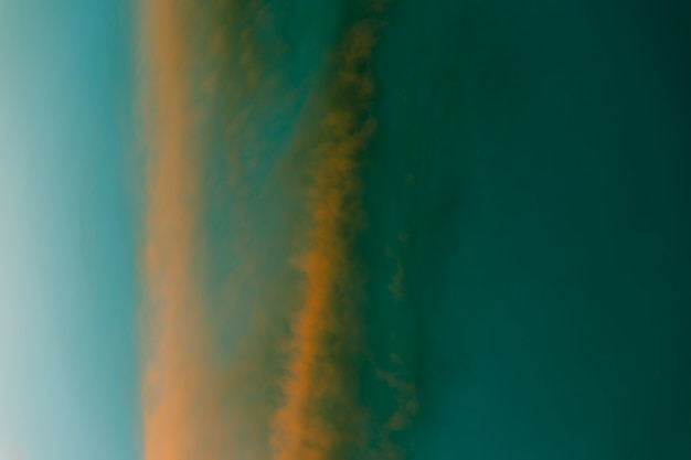 Tonalità verdi e dorate del fondo del cielo appannato Foto Gratuite
