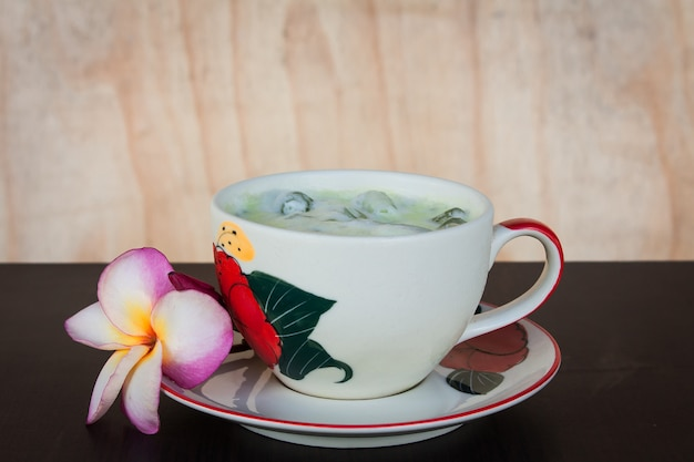 Green ice tea on the table Premium Photo