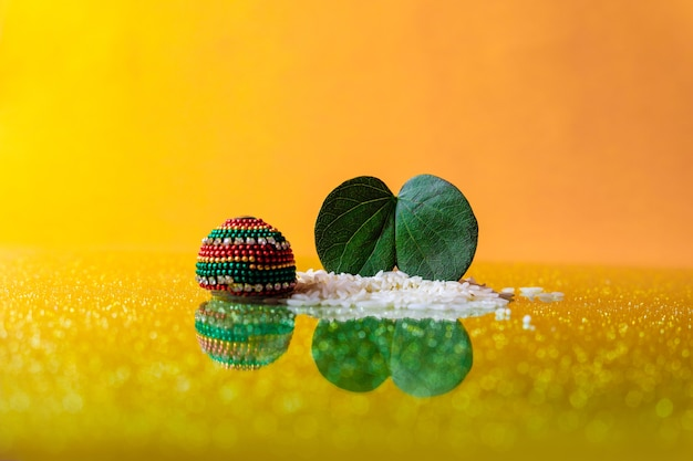 Зеленый лист и рис с дуссера Premium Фотографии
