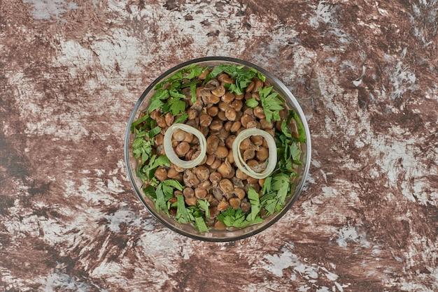Insalata di lenticchie verdi con erbe aromatiche. Foto Gratuite