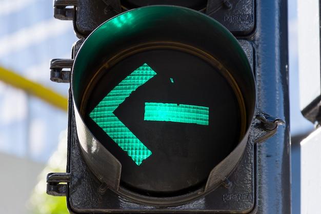 Semaforo verde sui semafori all'aperto Foto Gratuite