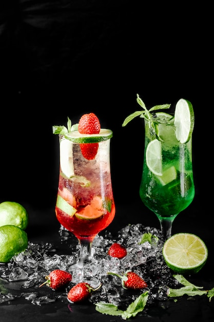 Green lime mojito with mint and red berry cocktails. Free Photo