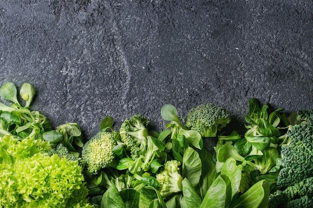 Green salads and cabbage Premium Photo