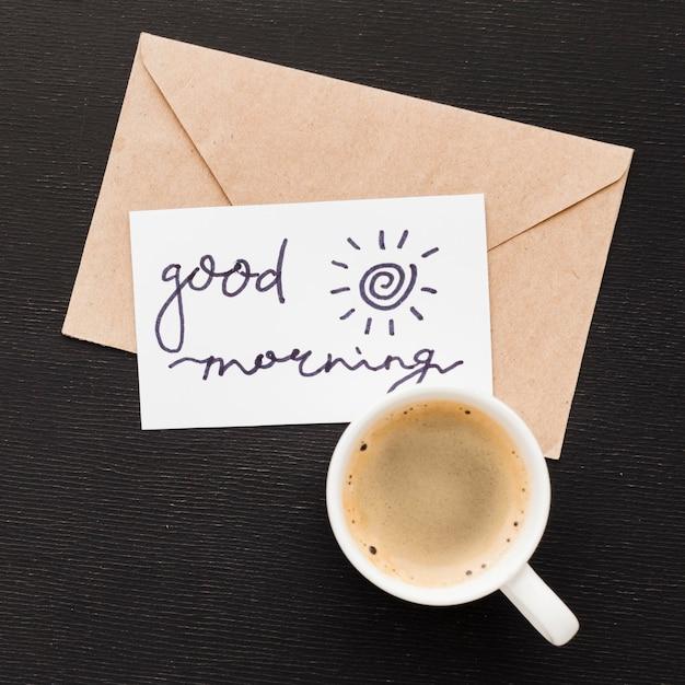 Поздравительная открытка и чашка кофе Бесплатные Фотографии