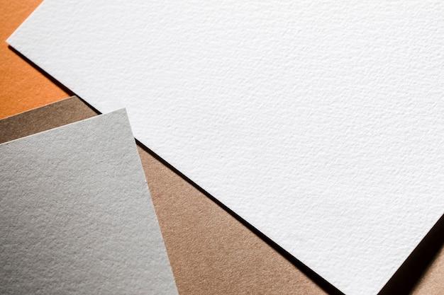 Серые и белые текстурированные бумажные листы вид сверху Бесплатные Фотографии