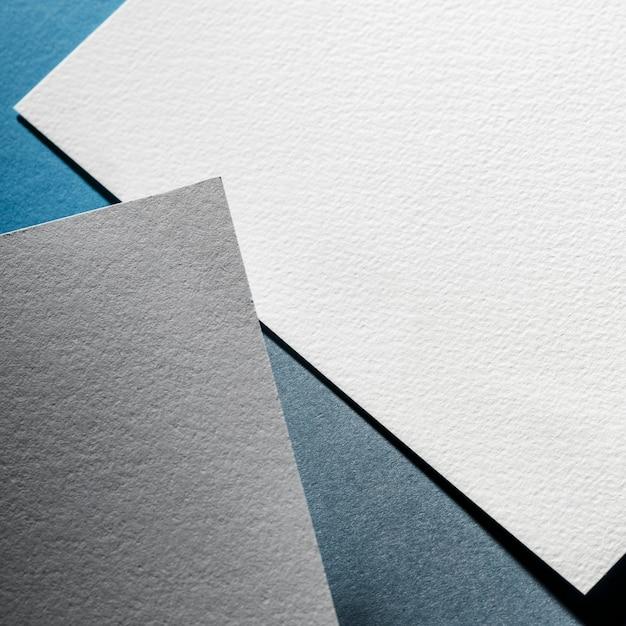 Серые и белые текстурированные бумажные листы Бесплатные Фотографии