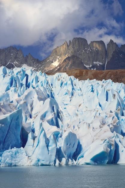 チリ、パタゴニアの灰色の氷河 Premium写真