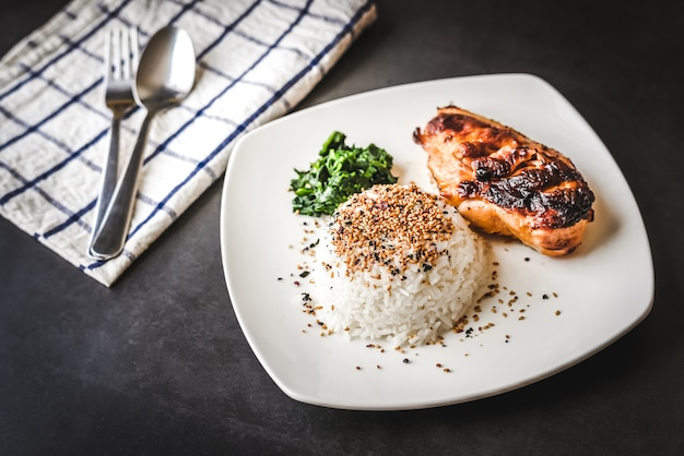 Grill chicken breast and rice with sesame on top Premium Photo