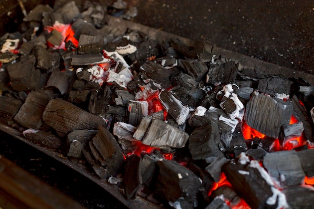 Grill with hot charcoal Premium Photo
