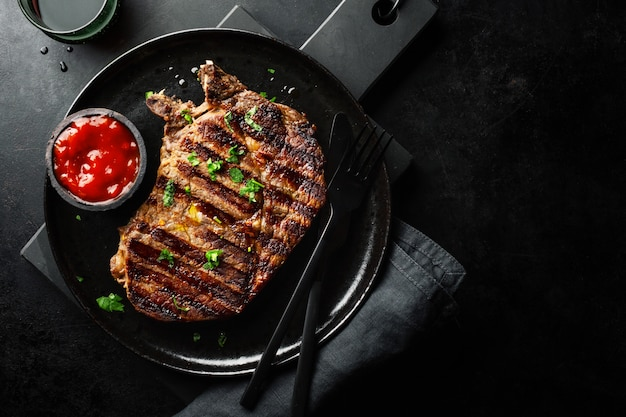 Grilled beef steak served on plate Premium Photo