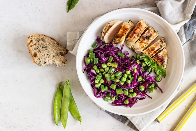 Grilled chicken, red cabbage, green peas and beans Premium Photo