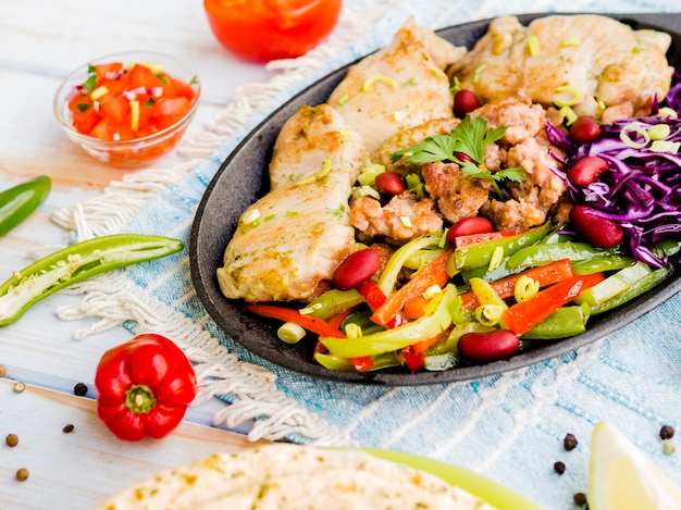 Grilled chicken with julienned vegetables Free Photo