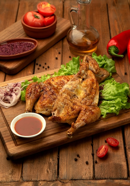 Grilled chicken with onion and ketchup Free Photo
